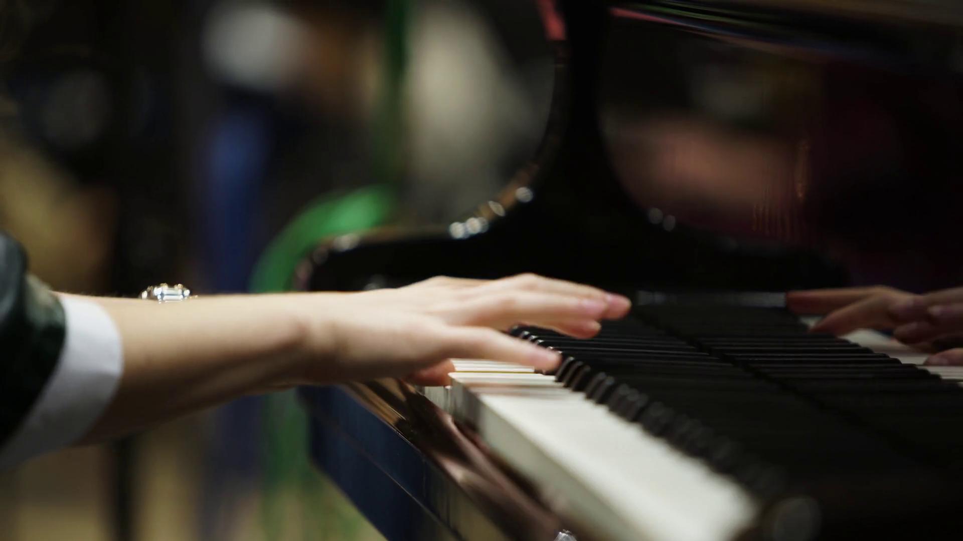 Tag til klaverkoncert på rejsen